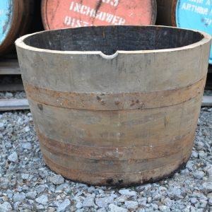 Pflanzkübel aus Whiskyfässern